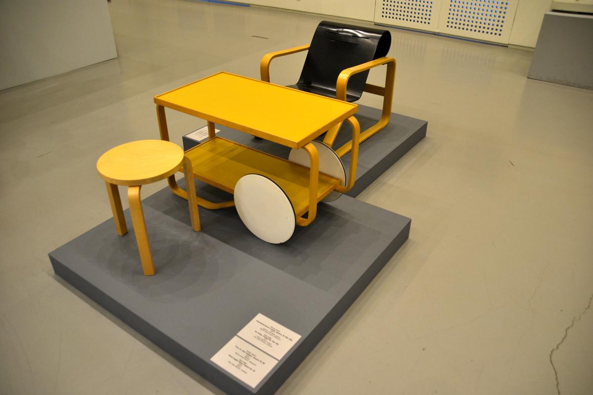 6. А вот этот стул на первом плане.