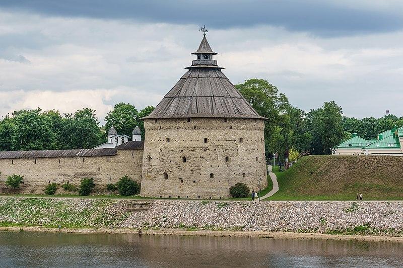 Покровская башня. Псков, начало XVI века. Реставрирована в 2010-2011 гг.